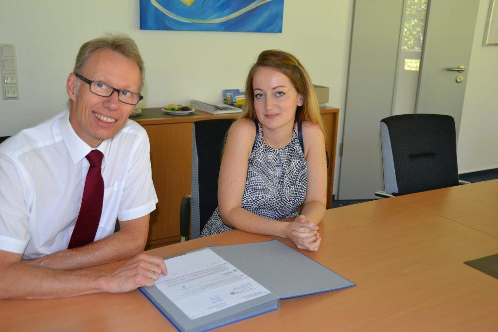 Viktoria Walter und Dr. Michael Dannebom, Geschäftsführer der WFG Kreis Unna