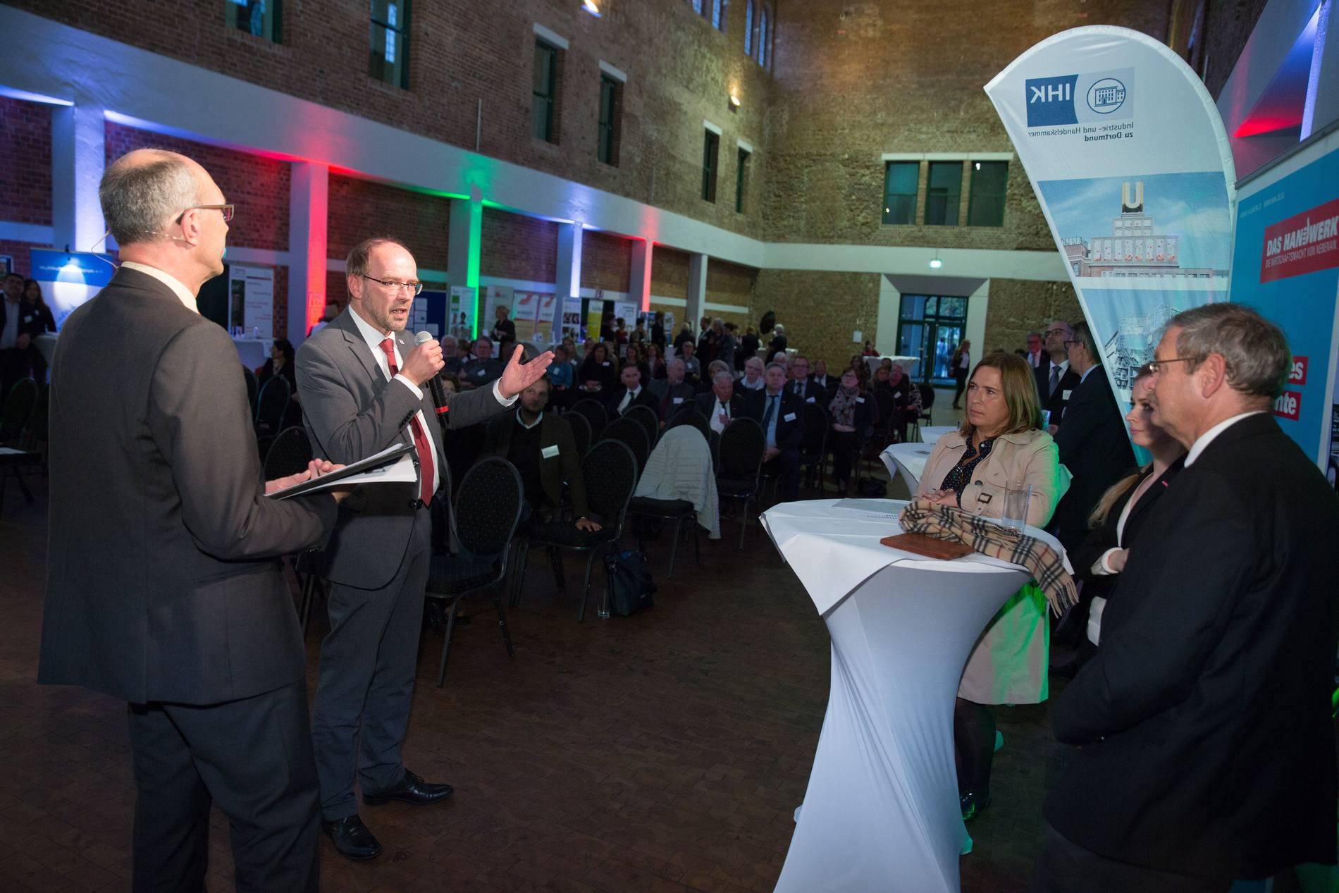 NRW DAS MACHEN WIR Ausbildungsinitiative der Handwerkskammer Dortmund: Rollout für Flüchtlinge