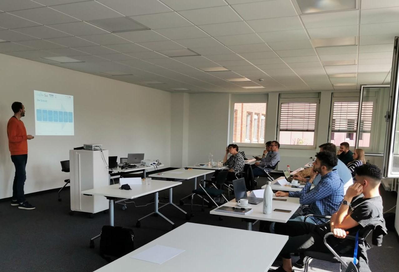 """Featured image for """"Videos mit dem Smartphone – Workshop für Unternehmen zu Gast bei der Regionalagentur"""""""